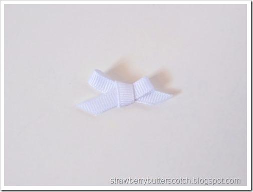 The small ribbon bow.