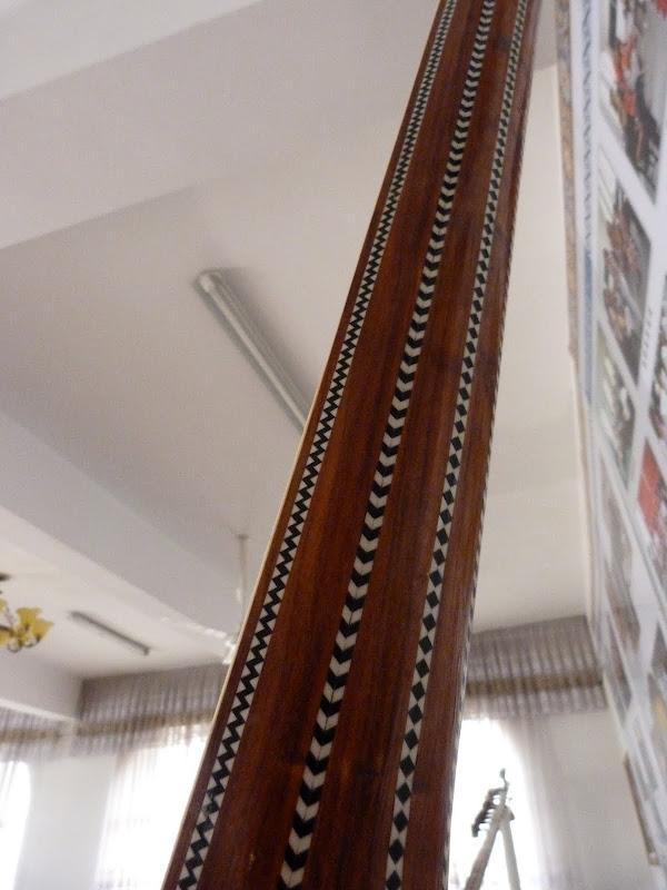 XINJIANG. Kasghar. Fabrique dinstruments de musique - P1280686.JPG