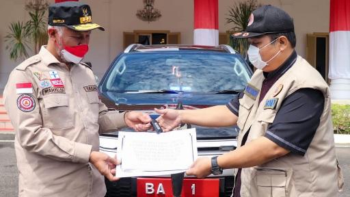 Gubernur Mahyeldi Serahkan Mobil Dinas Baru untuk Penanganan COVID-19, Operasional Pakai Mobil Pribadi