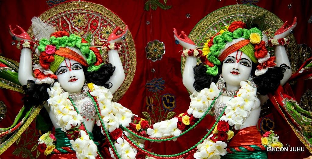 ISKCON Juhu Sringar Deity Darshan on 3rd May 2016 (38)