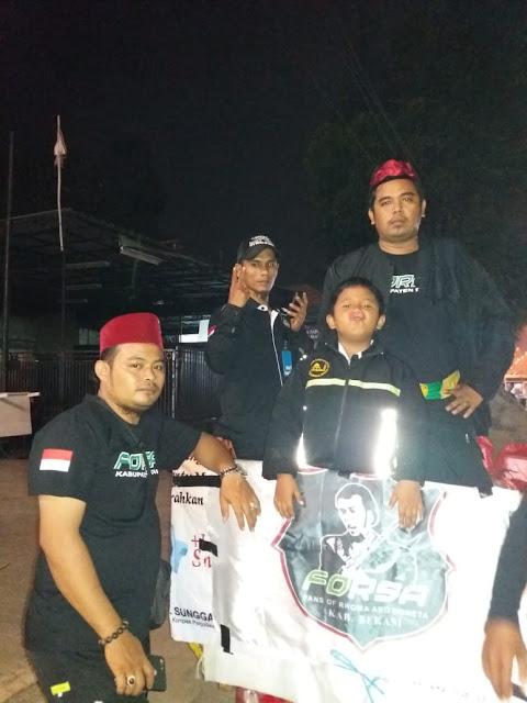Fans Rhoma Irama dan Soneta Kab Bekasi Berbagi Nasi Pada Dhuafa
