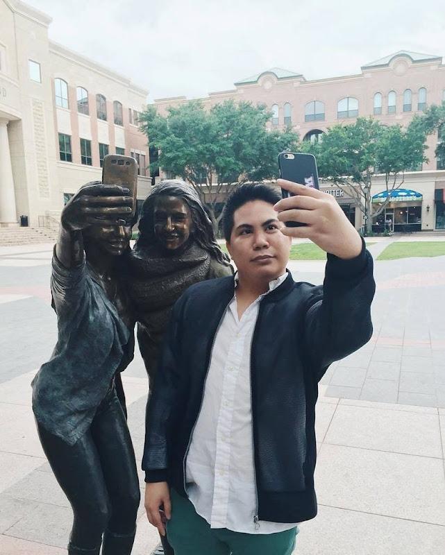 selfie-statue-sugarland-3