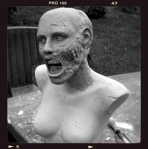 Buste échelle 1 zombie girl Zombie-bust02