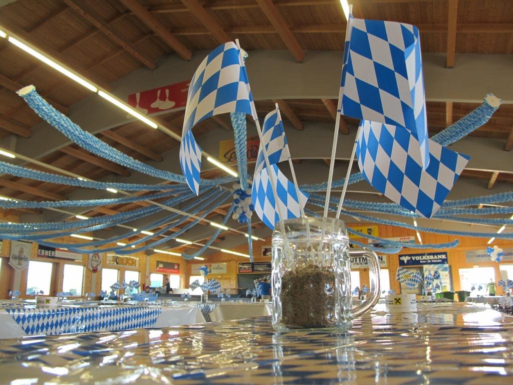 OKTOBERFEST 2011 - Aufbauarbeiten