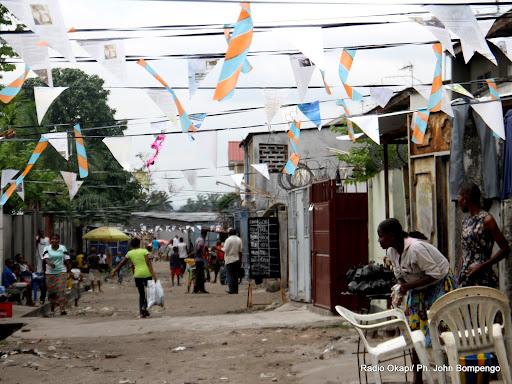Avenue Lubefu « c'est Paris d'après les résidents» dans la commune de Lemba à Kinshasa décorée le 31/12/2012 pour la festivité de nouvel an 2013. Radio Okapi/Ph. John Bompengo
