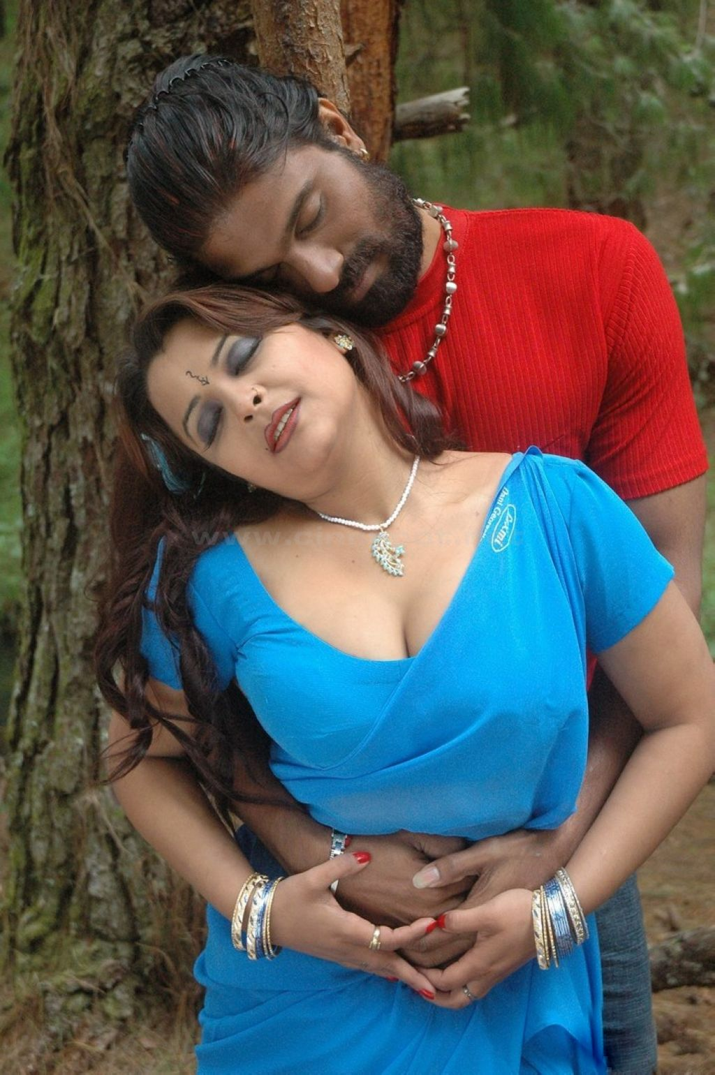 South Indian Sex Bomb Actress Showing Sexy Big Boombs - HD