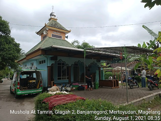 Kegiatan bersih masjid di Mushola At Tamrin Glagah 2, Banjarnegoro, Mertoyudan, Magelang