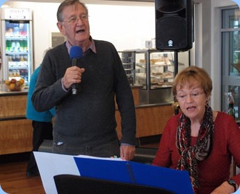 Len Hancy and Diane Lyons giving a sing-along that got the feet tapping. Photo courtesy of Dennis Lyons.