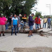 VICENTE NOBLE: Ex empleados de INAPA protestan por falta de entrega de sus prestaciones a 7 meses de ser cancelados.