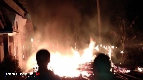 Pabrik Enye dan 2 Rumah di Cikembar Sukabumi Terbakar