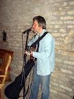 Kaszab Tibi énekel