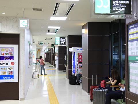博多バスターミナル 3階高速バスのりば その2