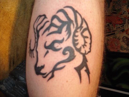 ram_cabeça_com_chifre_mo_da_tatuagem