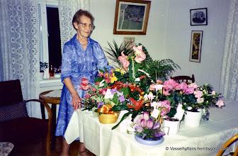 Photo: Gruppfoto. Ester Persson 80 år 1989-03-16