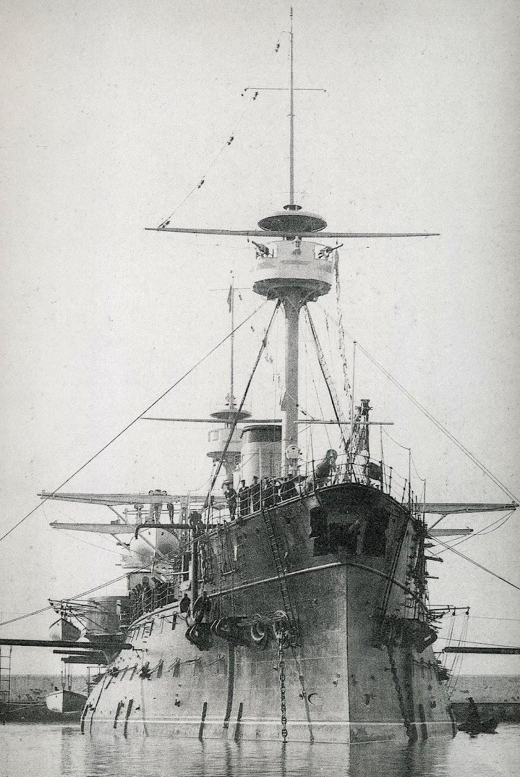 18- Foto del PELAYO ya avanzada su vida operativa. Doc. Col. Juan Luis Coello Lillo. Del libro Buques de la Armada Española a traves de la Fotografia.JPG