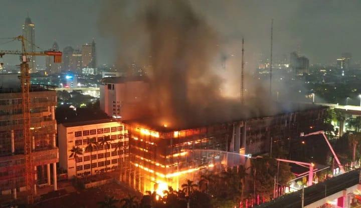 Kebakaran Kejaksaaan Agung dan Panasnya Kasus Korupsi