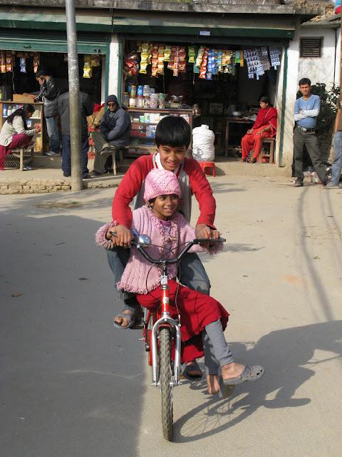 Ramesh en Raju op de fiets