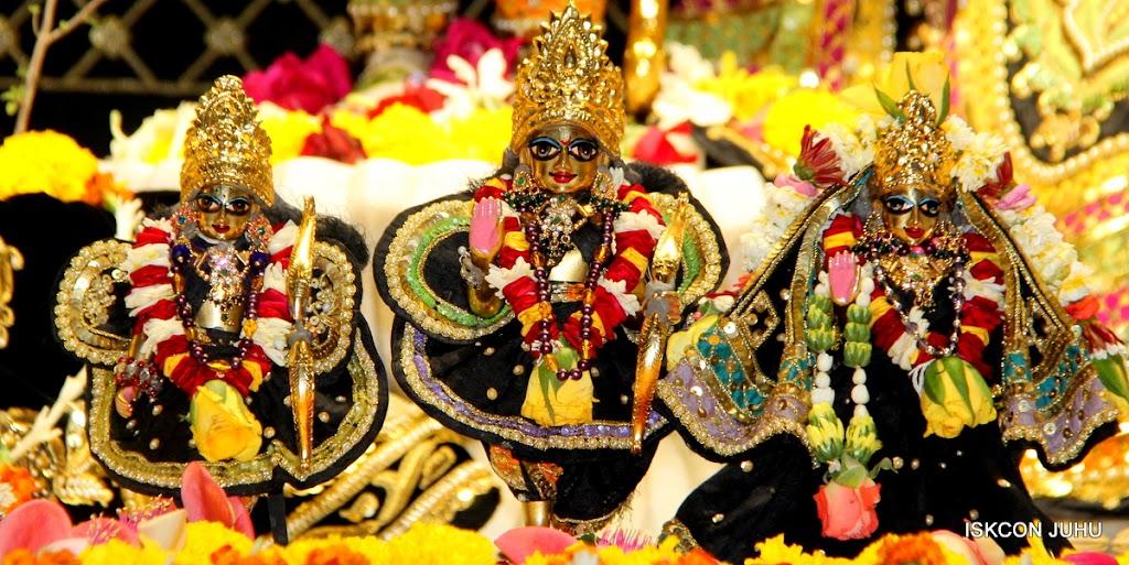 ISKCON Juhu Sringar Deity Darshan 09 Apr 16 (30)