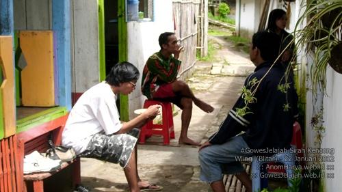 Makan siang di Warung Lesehan Sirah Kencong