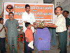 T.N.K.Kumaresh presenting a momento to Dr.K.S.Sabarigirivasan :: Date: May 15, 2007, 6:28 AMNumber of Comments on Photo:0View Photo