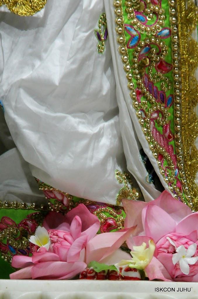 ISKCON Juhu Mangal Deity Darshan on 4th June 2016 (32)