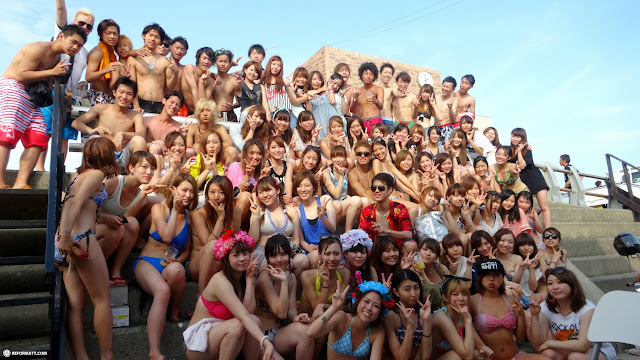 making many new friends at Enoshima Beach in Japan in Fujisawa, Kanagawa, Japan