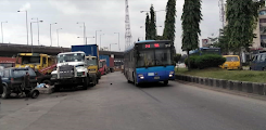 Mob attacks lady for allegedly snatching manhood in BRT bus