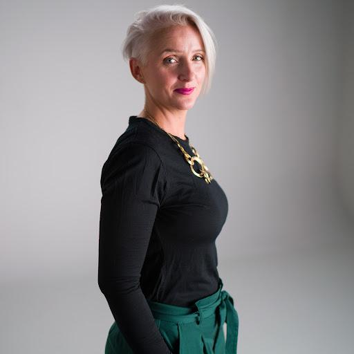 Leanne Burton Photo 17
