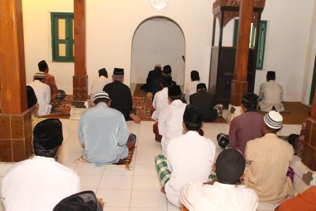 Jamaah Sattariyah Di Ngawi  Beda Sehari Gelar Shalat Ied