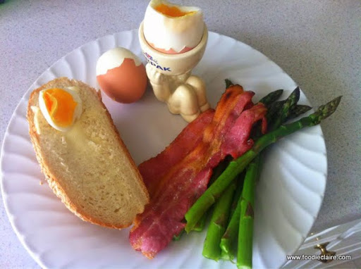 Asparagus with soft boiled eggs, bacon and cholla bread