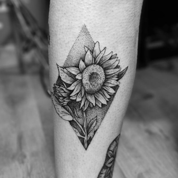 LATEST SUNFLOWER TATTOO DESIGNS FOR ATTRACTIVE WOMEN'S LOOK 6