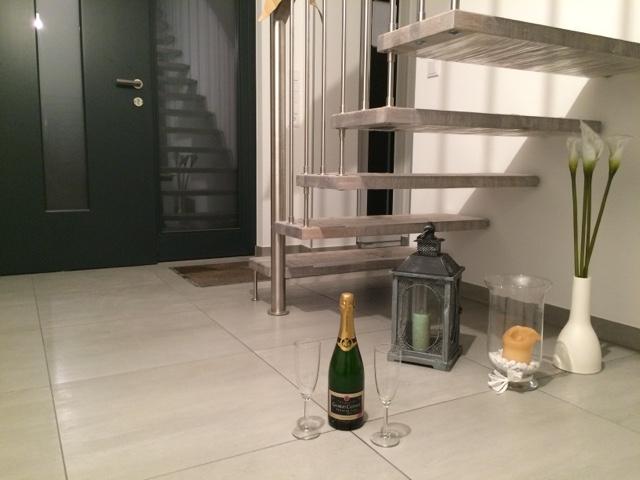 hausbau mit streif einzug. Black Bedroom Furniture Sets. Home Design Ideas
