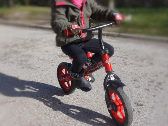 Enseñar A Los Chicos A Andar En Bici: Como Enseñar A Montar En Bici A Un Niño Pequeño. Parte