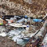 А это мусор, который оставил после себя человек. Чекалинский мост.