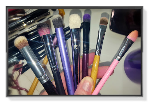 7 Best Eyeshadow Brushes for Applying Metallic Shadow