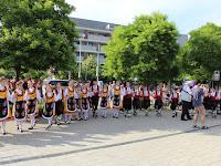 16. Búcsúzóul az összes táncos kipróbálta a bolgár körtáncot.JPG