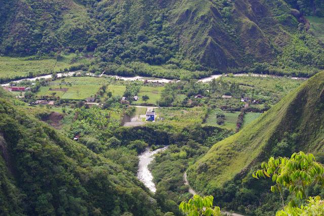 La vallée de l'Intag depuis Peñaherrera (Imbabura, Équateur), 10 décembre 2013. Photo : J.-M. Gayman