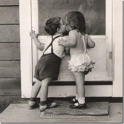 niños besandose (7)
