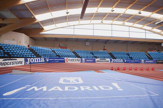En funcionamiento la pista cubierta de atletismo Gallur, en el distrito de Latina