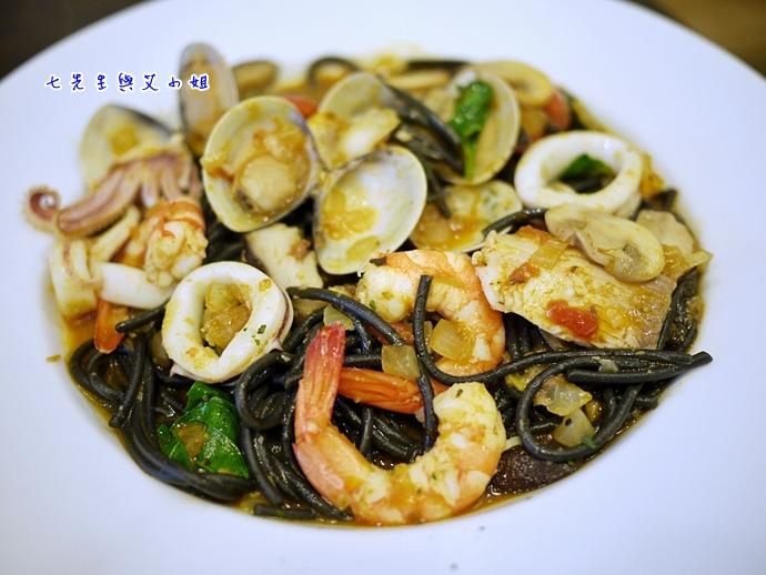 10 香辣海鮮墨魚麵
