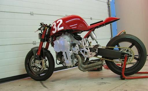 nembo 32 cafá racer fordított motorblokk