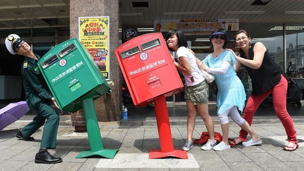 taipei-crooked-mailboxes-4
