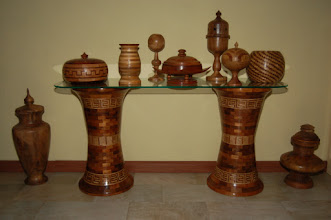 Photo: side-table met glas breedte poot 32cm,hoog 58cm op aanvraag