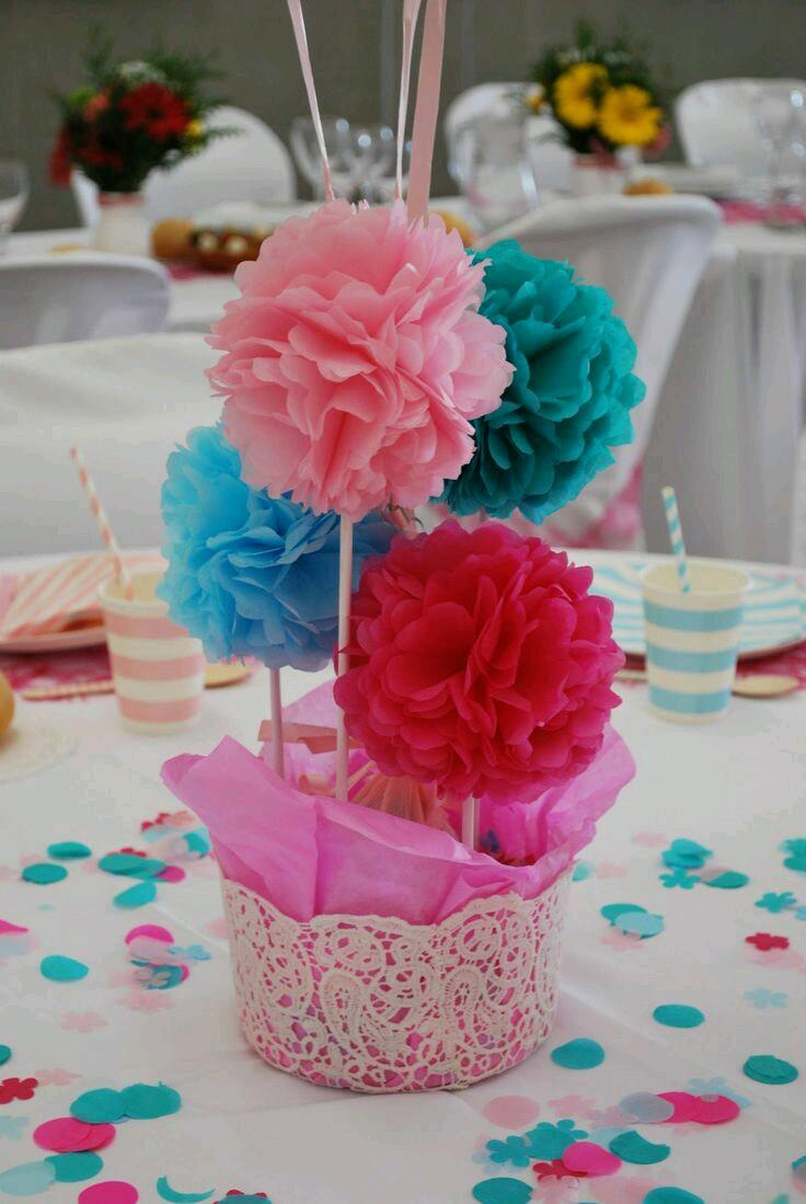 Opciones llamativas para decorar una fiesta con pompones - Decoracion para mesas de centro ...