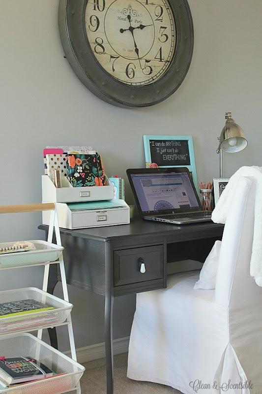 Desk-Organization-11