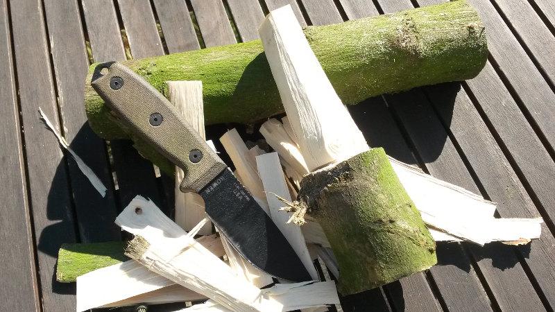sculpture bois avec couteau