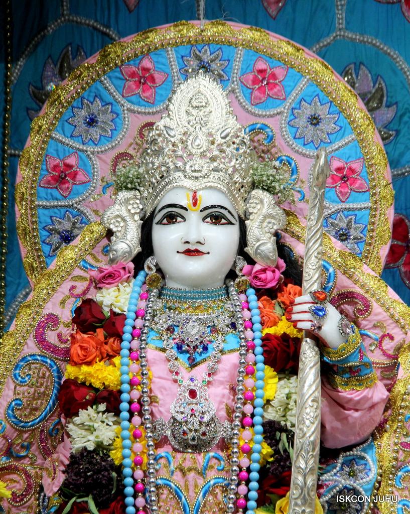ISKCON Juhu Sringar Deity Darshan on 29th Dec 2016  (21)
