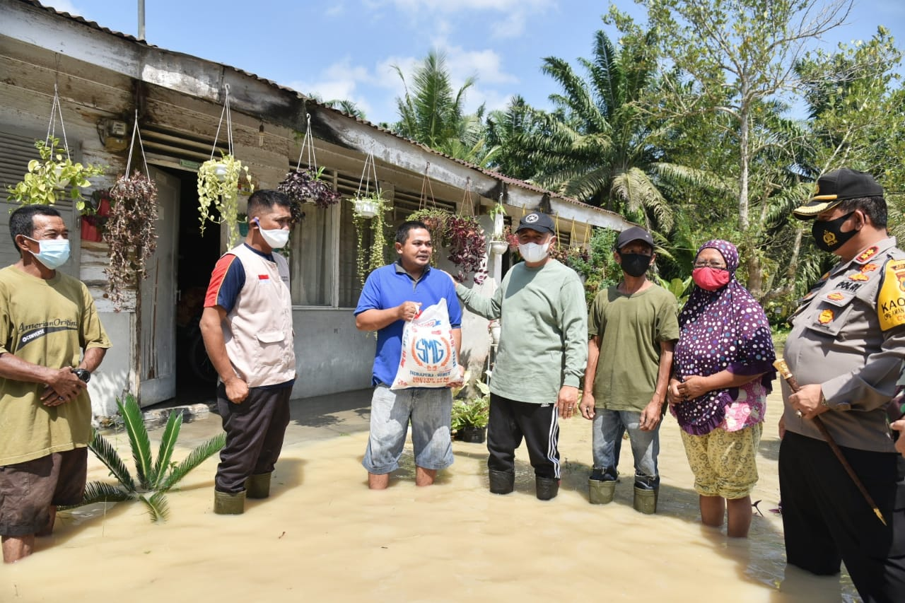 Bupati Batu Bara Tinjau Lokasi Banjir Yang Merendam Tiga di Kecamatan