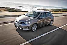 2013-Toyota-Auris-5