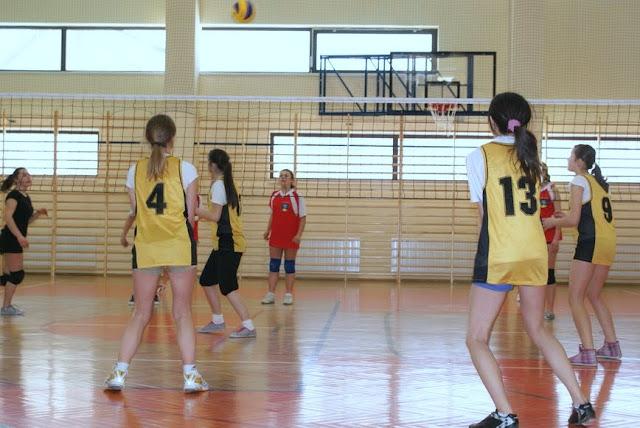 Zawody siatkarskie dziewczat 1 marca 2011 - DSC09388_1.JPG